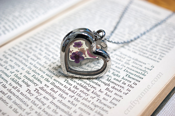 Front view of the dried flower locket